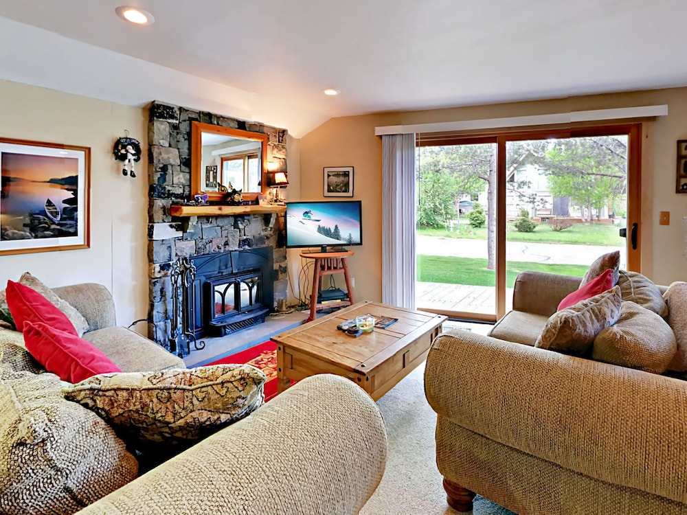 1419 Friant Ct Home - 4 Br home by RedAwning