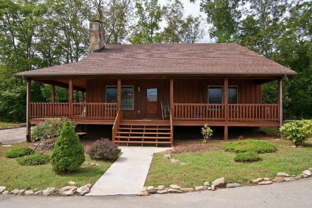 Pioneer House - 3 Br home by RedAwning