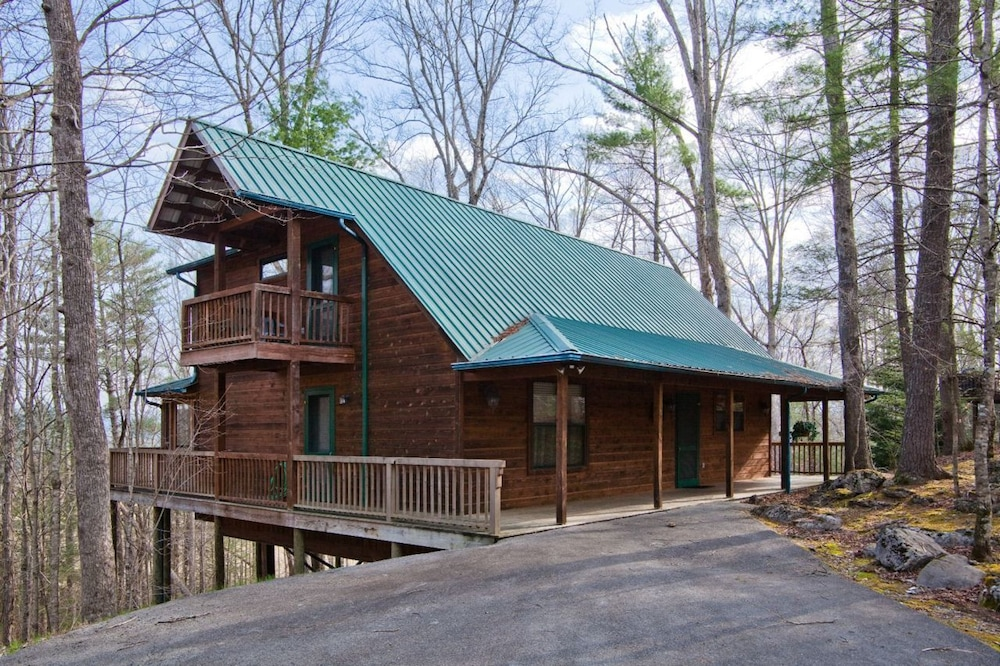 Adams Eden - 2 Br home by RedAwning
