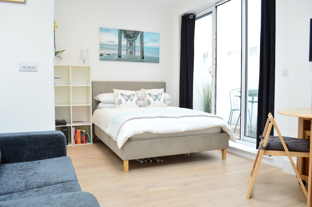 Beautiful Brand New 2 Bed Studio in Hammersmith