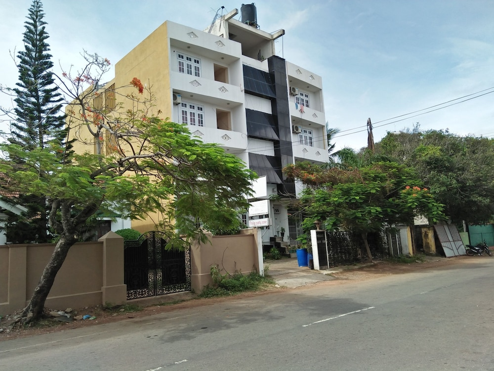 Mount Lanka Hotel & Suites