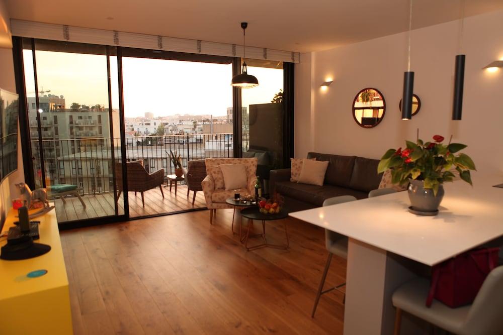 Luxury New Apartment