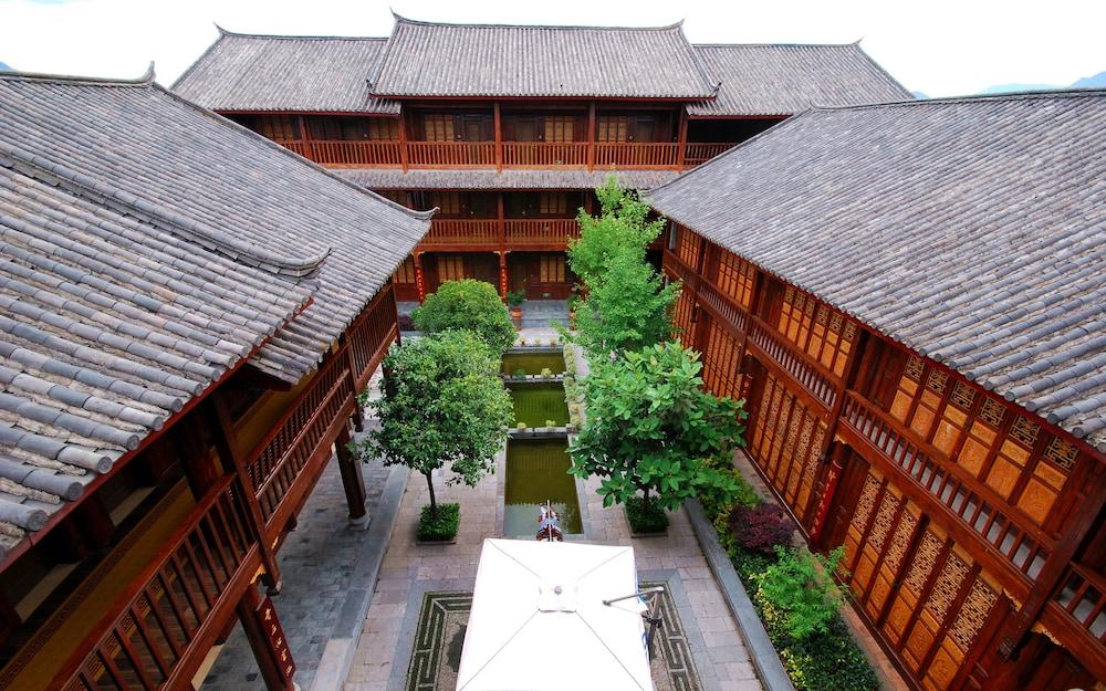 Lijiang Golden Path Hospitality