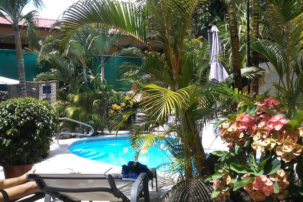 Coyaba Tropical Elegant Adult Guesthouse