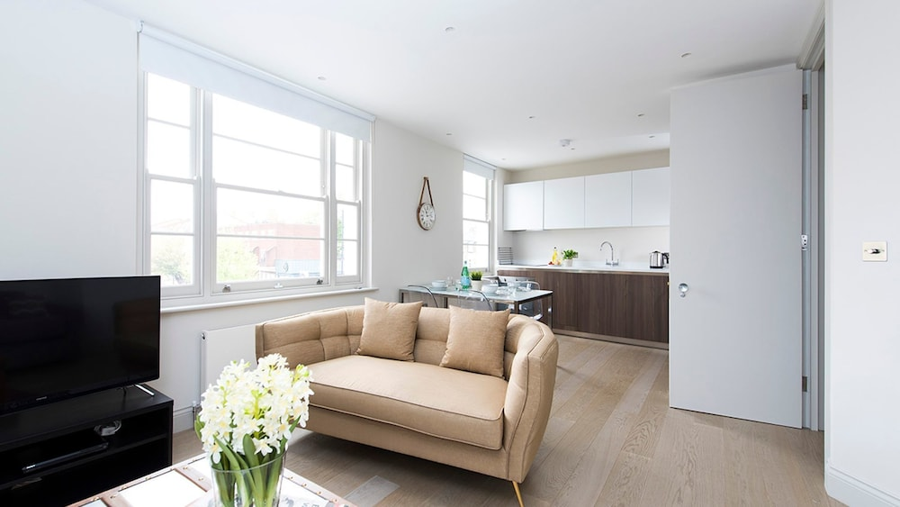 Bright and Modern 1BR flat in West London