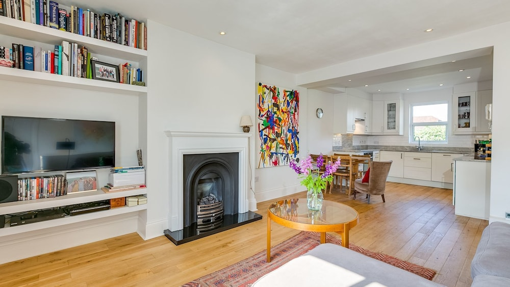 Gorgeous 1BR West London Gem