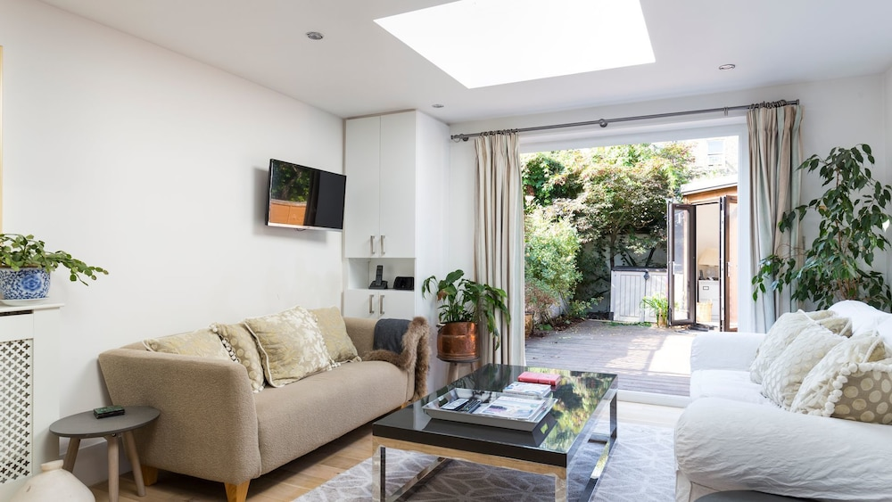 Beautiful 2BR flat right by Clapham Common