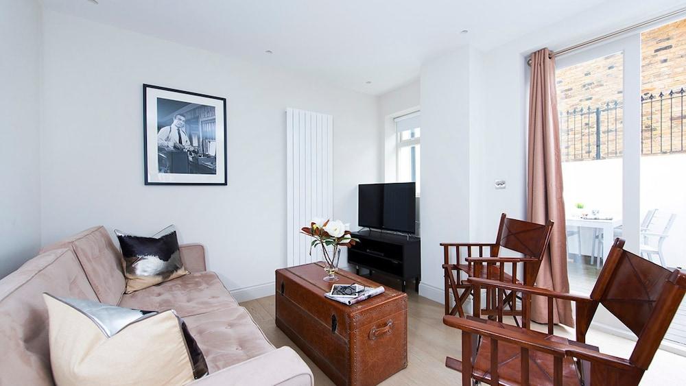 Lovely 2BR flat in West London