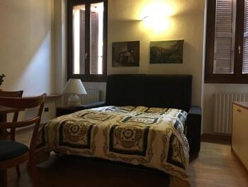 Prenota Hotel San Longino 26