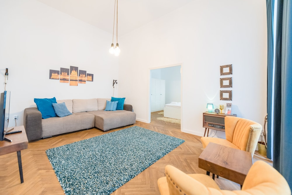 Oasis Apartments - Liberty Square