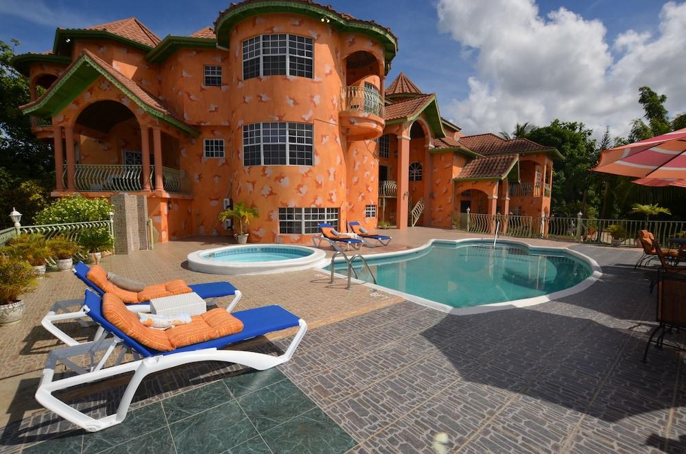 Dream Castle Villa, Montego Bay 8BR