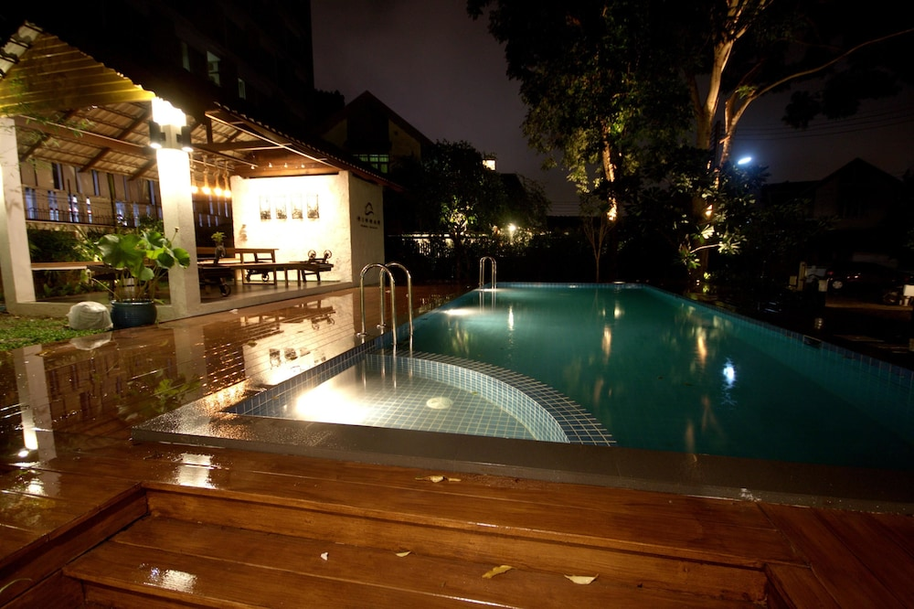 Nimman Pool Villa