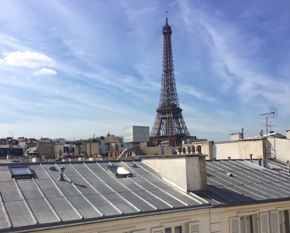 Rue Cler - Eiffel Tower View Apartment