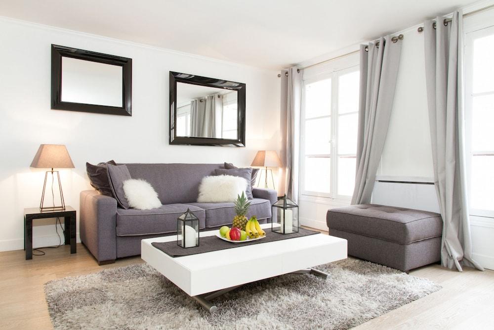 Tuileries - Louvre Area Apartment