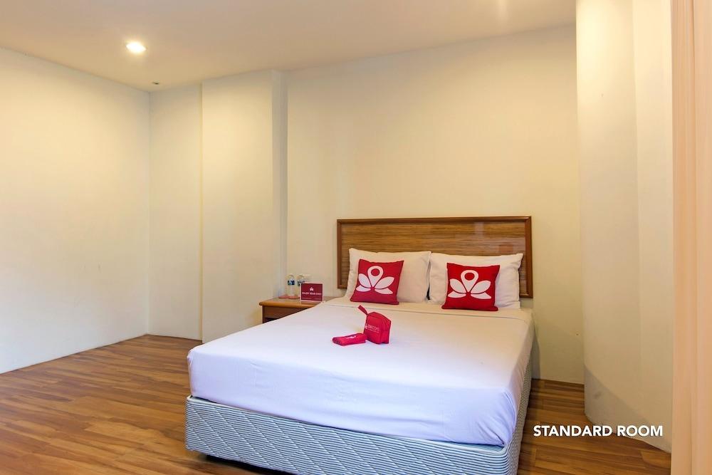 ZEN Rooms First Business Inn