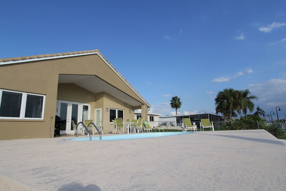 Beautiful Gulf Coast Living On The Canal 3 Bedroom Home