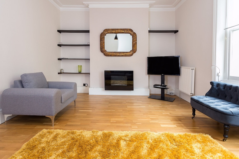 A Bright &Spacious 2 Bed Apt in West Kensington