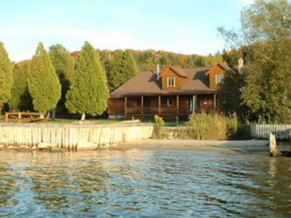 The Vista Grand Lodge