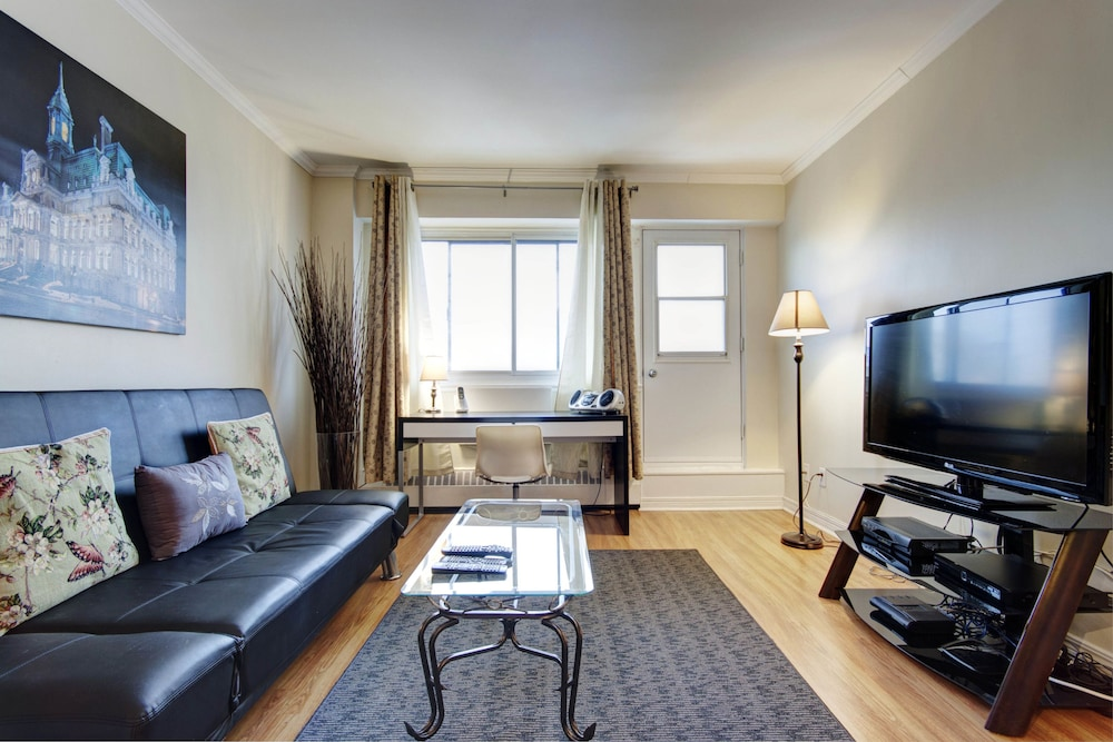 1-Bedroom Crescent Street by Hometrotting