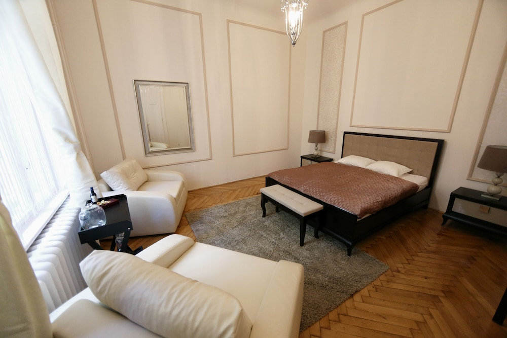 Dfive Apartments - Fashion Street