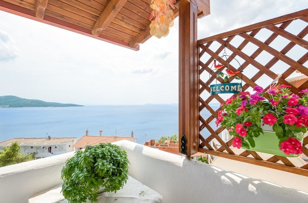 House With 2 Bedrooms in Neos Marmaras, With Wonderful sea View, Enclo