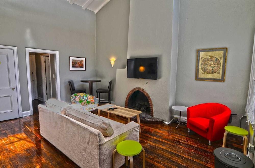 1347 Northwest Apartment #1053 - 1 Br Apts