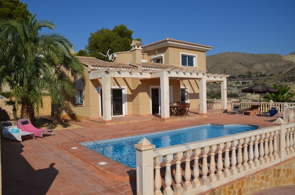 House With 4 Bedrooms in El Campello, With Wonderful sea View, Private