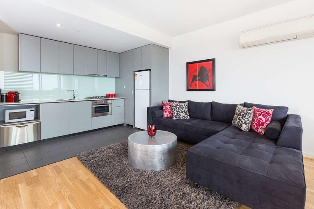 Executive Apartment With Bay Views