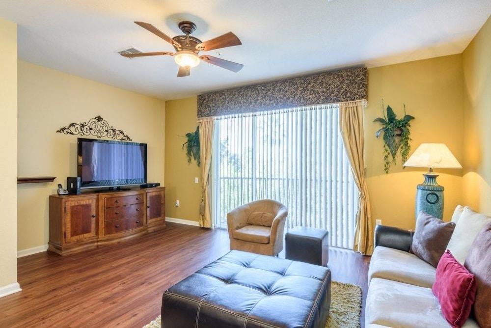 Luxury Modern Town Home, Vista Cay Resort 4004