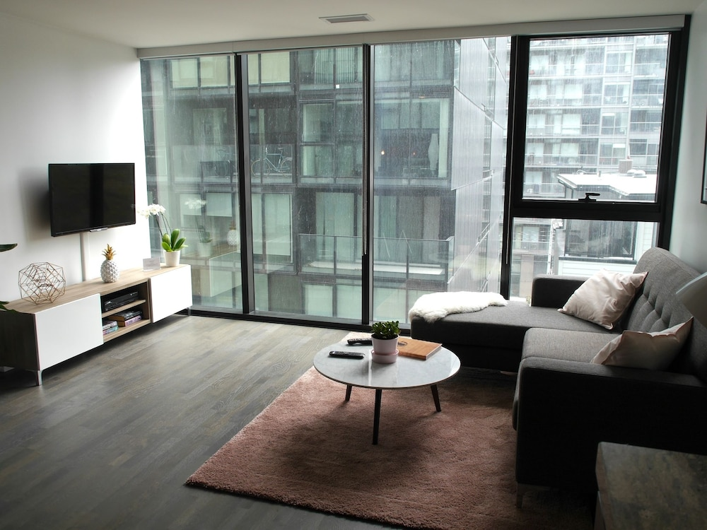 Stunning 1BR Condo in Popular King West