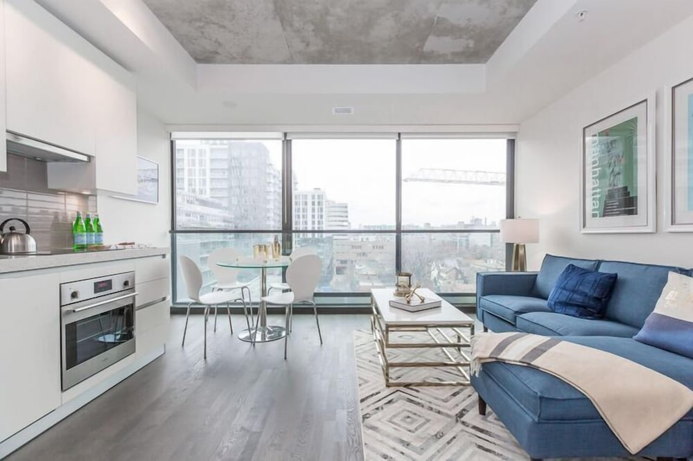 Luxury 1BR in the Heart of King West