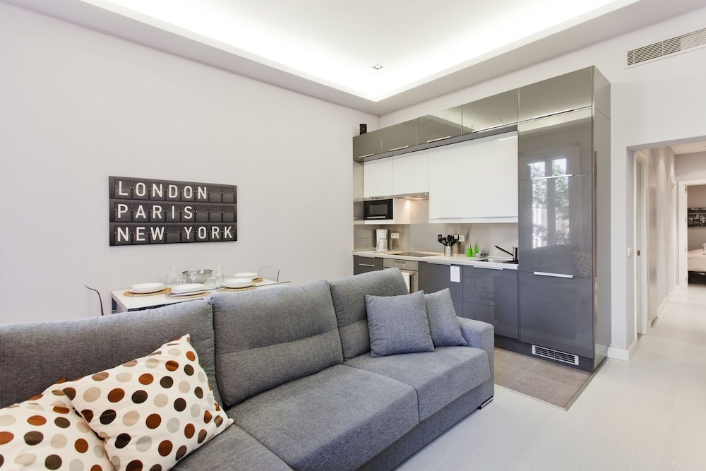 Calle Mayor Apartment by FlatSweetHome
