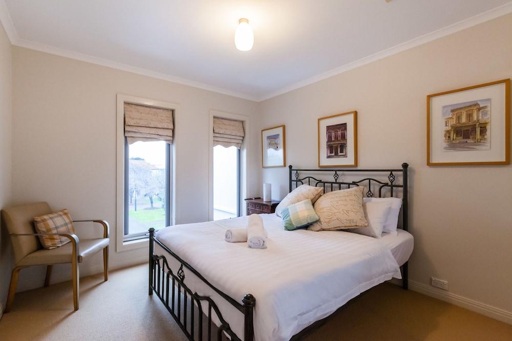 JASMINE, 2BDR Port Melbourne House