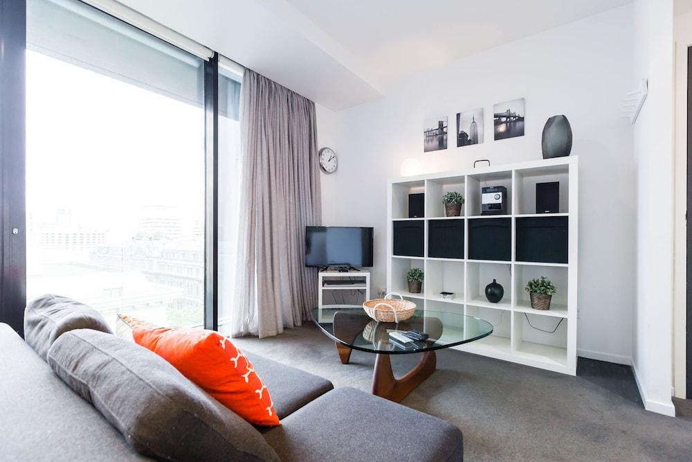ROBYN, 1BDR Melbourne Apartment
