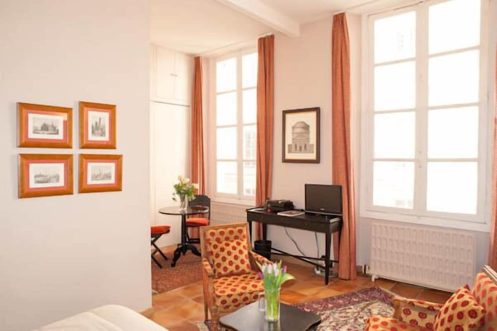 Studio Quai Voltaire