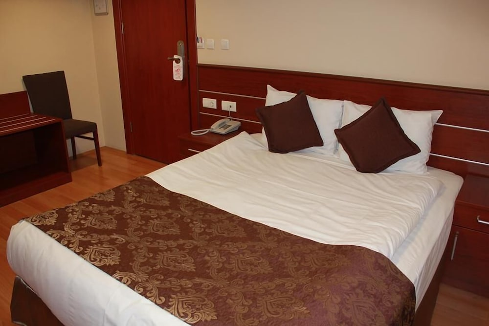 Siyav Hotel
