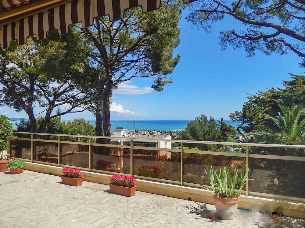 Apartment With one Bedroom in Villeneuve-loubet, With Wonderful sea Vi