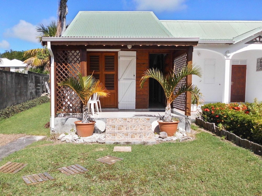 House With one Bedroom in Saint-françois, With Enclosed Garden and Wif