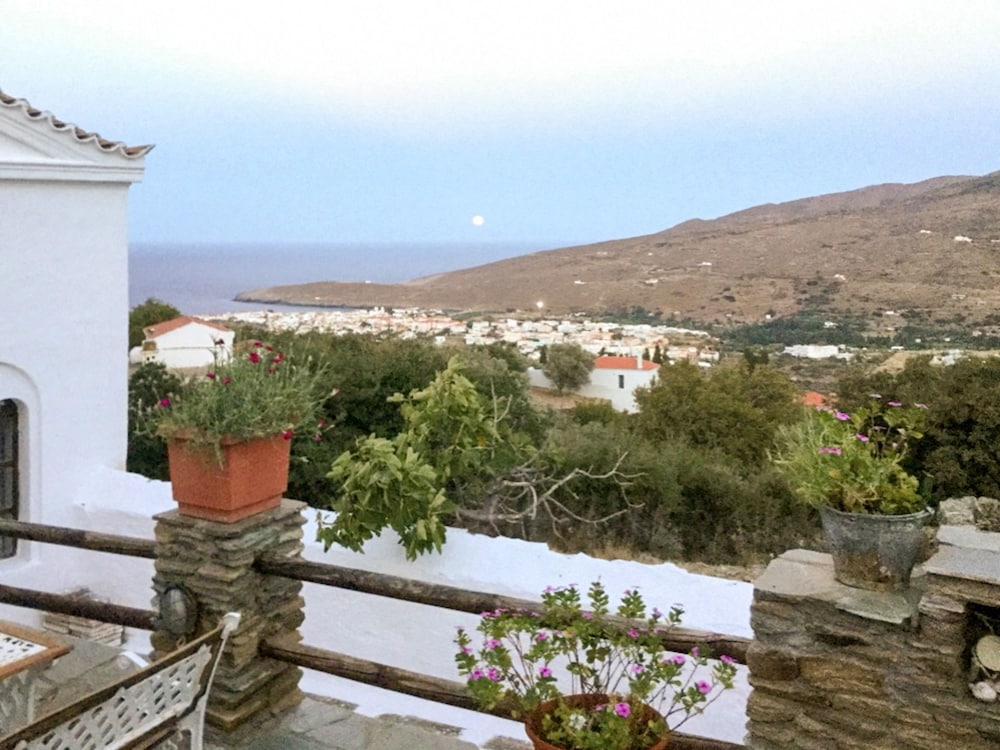 House With 4 Bedrooms in Cyclades, With Wonderful sea View, Enclosed G