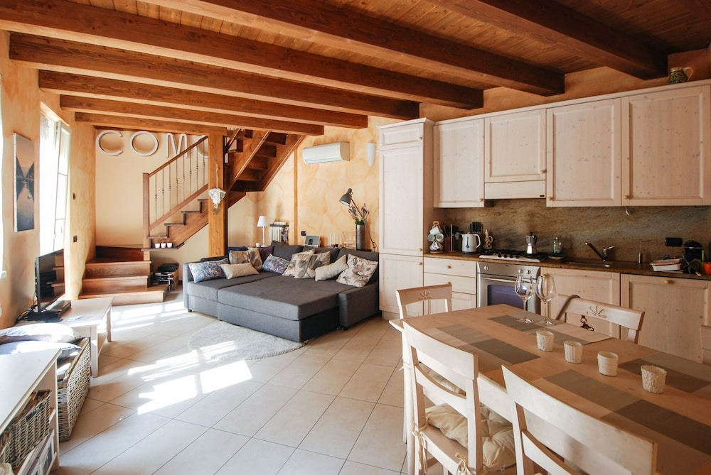 Apartment With 2 Bedrooms in Como, With Terrace and Wifi - 1 km From t