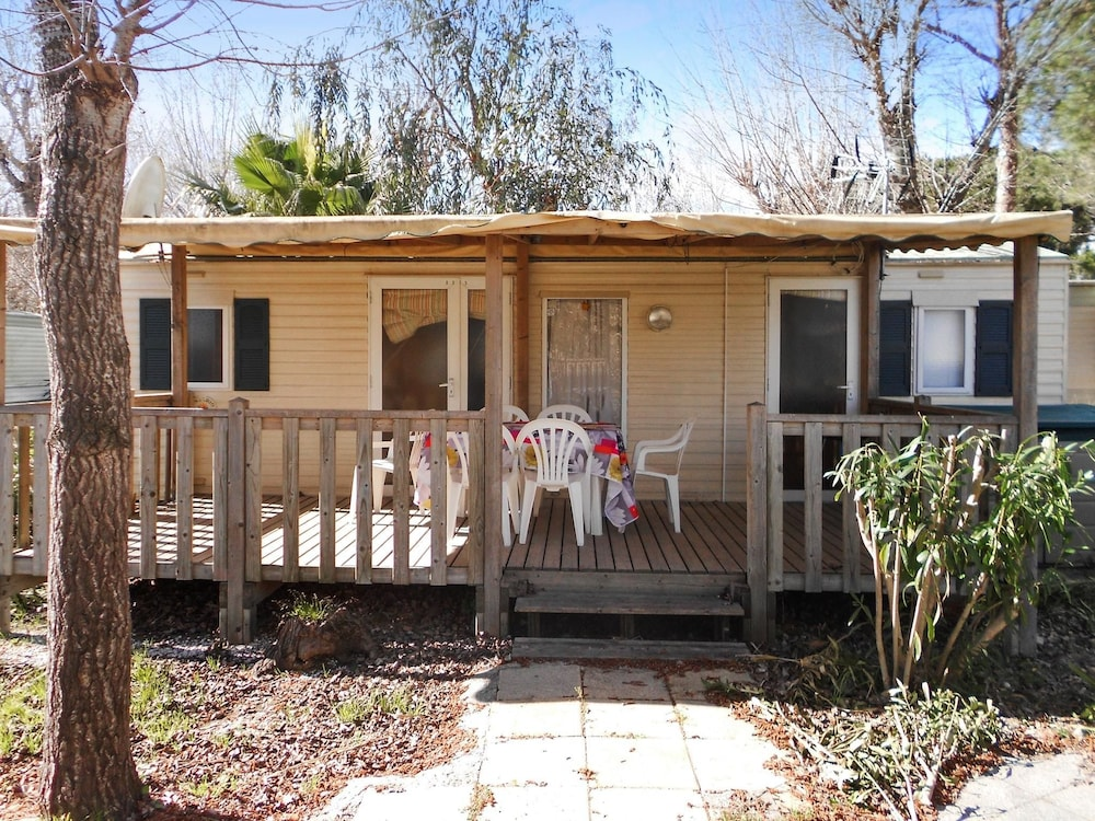 Bungalow With 2 Bedrooms in Agde, With Furnished Garden and Wifi - 950