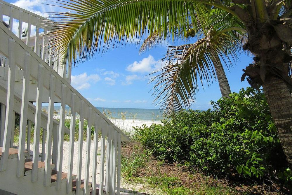 Mid-island Beach House 2 Bedroom Home