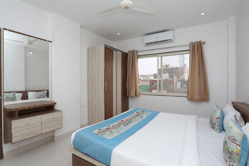 OYO 11075 Home Modern 3BHK Gulab Bagh