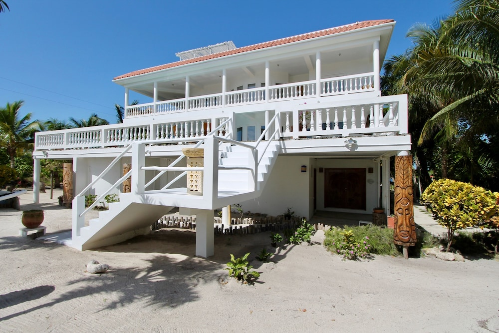 Villa Aurora Estate