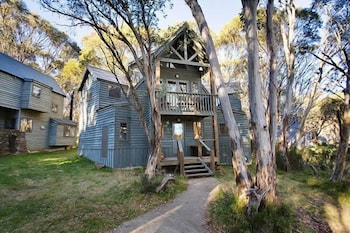 Located in Dinner Plain, this vacation home is within a 15-minute drive of Dinner Plain Track and Mount Hotham Alpine Resort. The front desk is staffed during limited hours. Free self parking is available onsite.