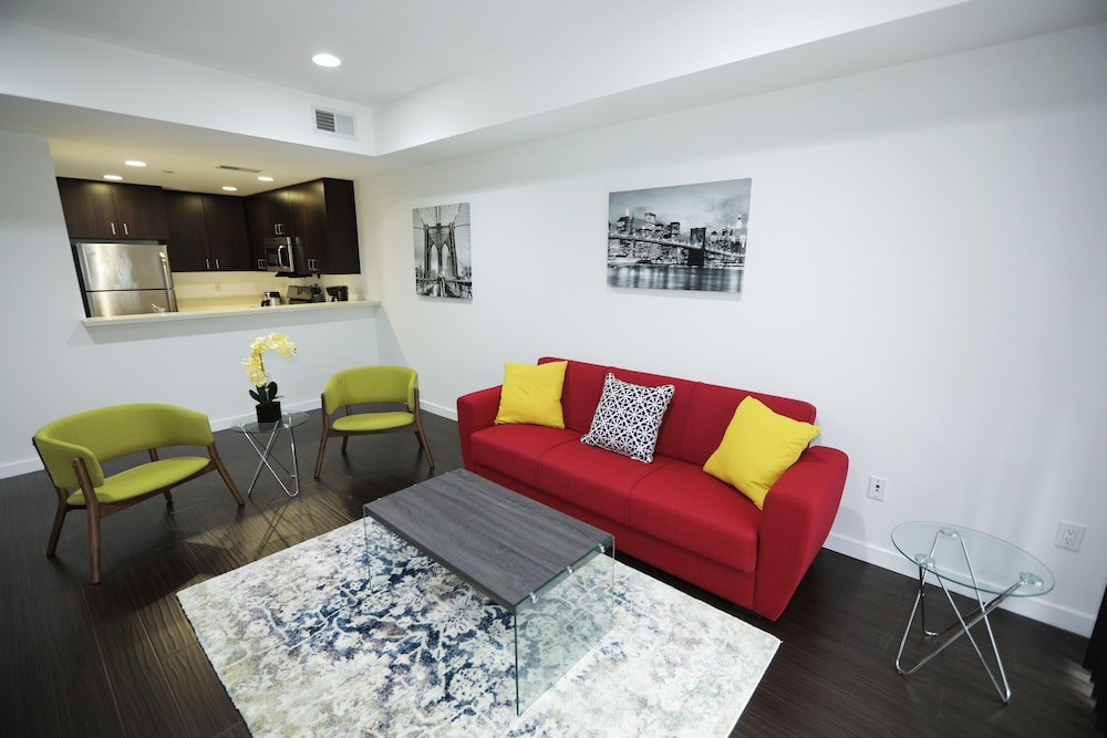 Downtown Cosmopolitan Suites