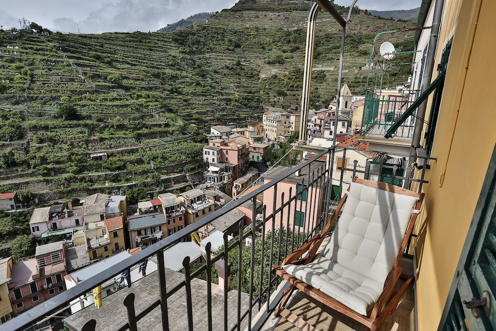 Radici Sea View Apartment With Balcony