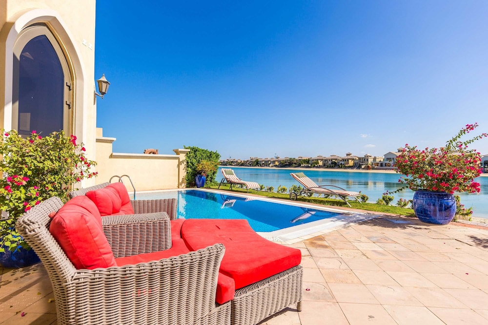 Palm Jumeirah Villa in Frond E by Deluxe Holiday Homes