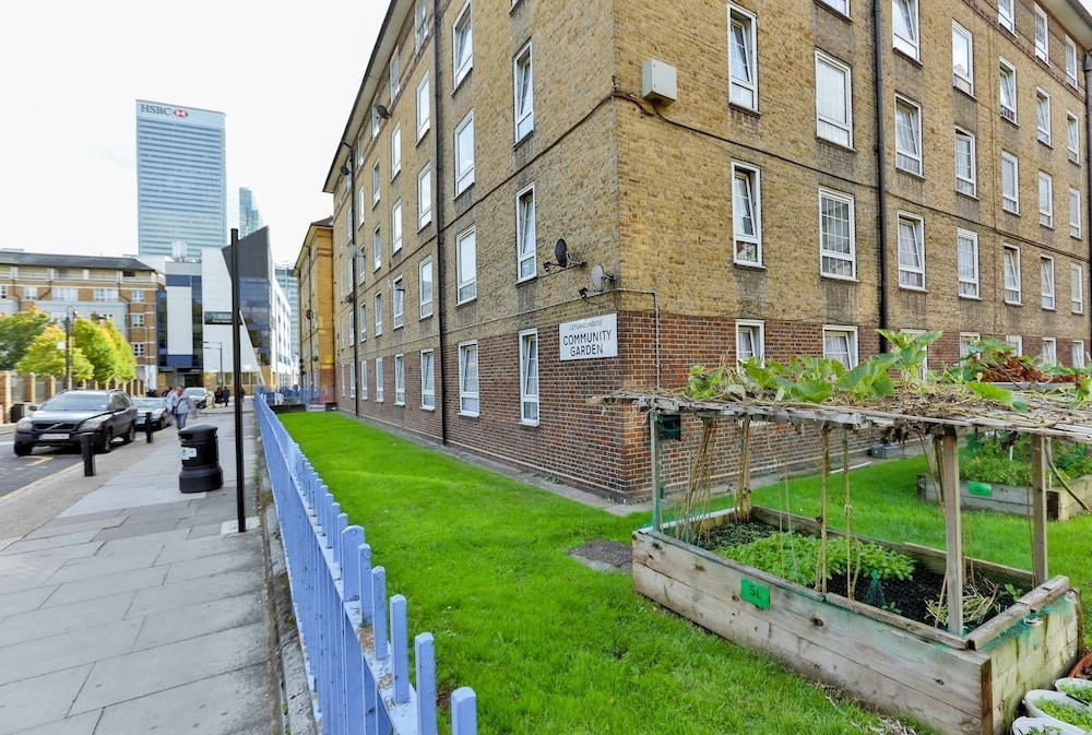 2BR Apartment - 10mins to Canary Wharf!