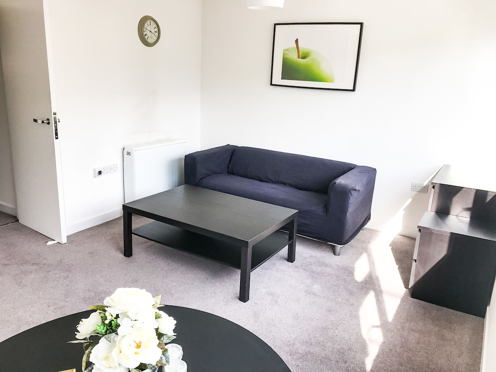 Entire 2 Bedroom Flat Next to Kings College